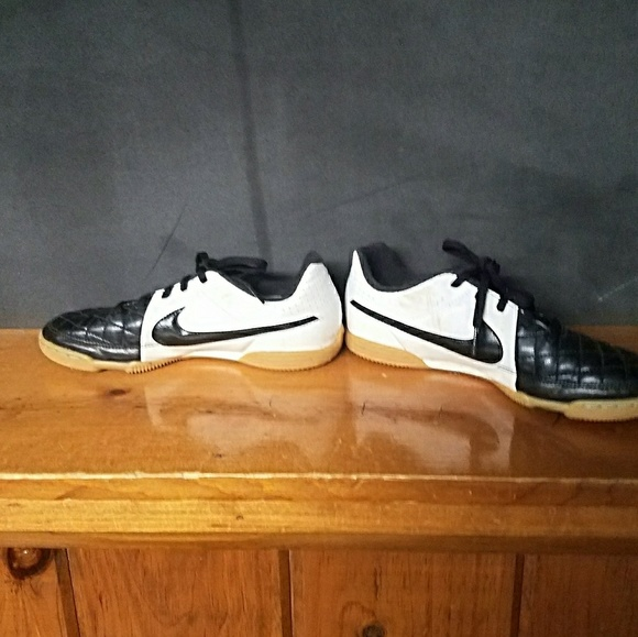 Nike Shoes Youth Tiempo Indoor Soccer Poshmark